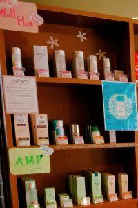 生薬配合でお肌にやさしい|ホワイトリリー化粧品